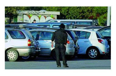 """Ritorna l'incubo parcheggi a Pinetamare. Città  Domitia: """"A rischio le casse cittadine"""""""